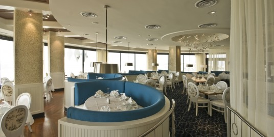 Spectacular Waterfront Restaurant for Lease – Fully Equipped